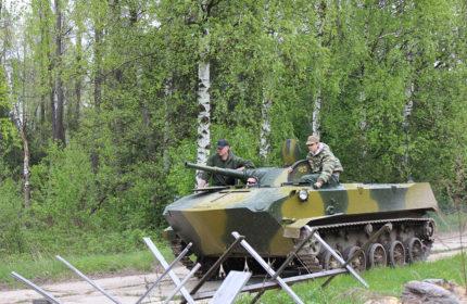Заезды на боевой машине десанта БМД-1                                                                           и стрельба из Автомата Калашникова АК-74